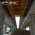 krawężnik granitowy mostowy szary płomieniowany 20x20 cm wraz z otworami montażowymi fi 14 mm