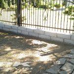 płyty granitowe ogrodowe jednostronnie cięte, kamień murowy jasno-szary 12x25x40-50 cm Strzelin