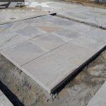 płyty granitowe 'MIODOWE' Strzelin i kostka szara ciemna 7/9 cm Strzelin