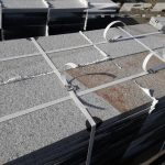 płyty granitowe MIODOWE Strzelin płomieniowane i kostka rzędowa